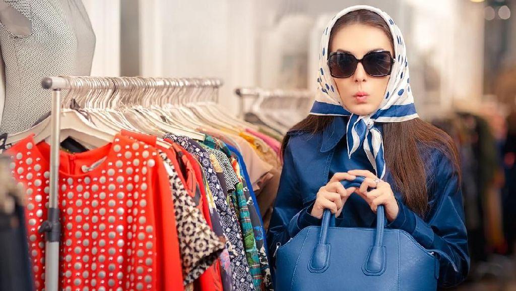 Kocak, Video Viral Penjaga Toko Perhiasaan Dikerjai Pelanggan