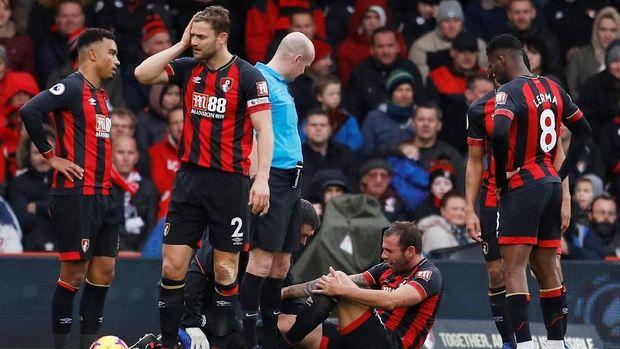Bournemouth bertekuk lutut di depan publik sendiri.