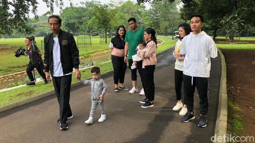 Absen Foto Bersama Jokowi Sekeluarga, Ke Mana Kaesang?
