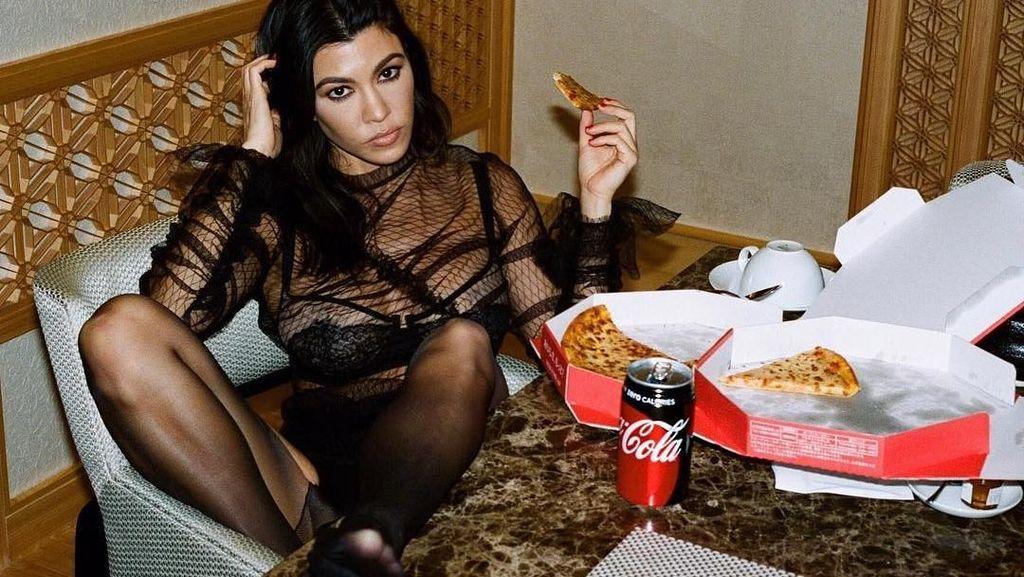 Selain Suka Buah, Kourtney Kardashian Juga Hobi Ngemil Es Krim dan Burger