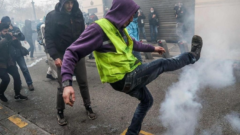 Tentang Gerakan Rompi Kuning yang Buat Gejolak di Prancis