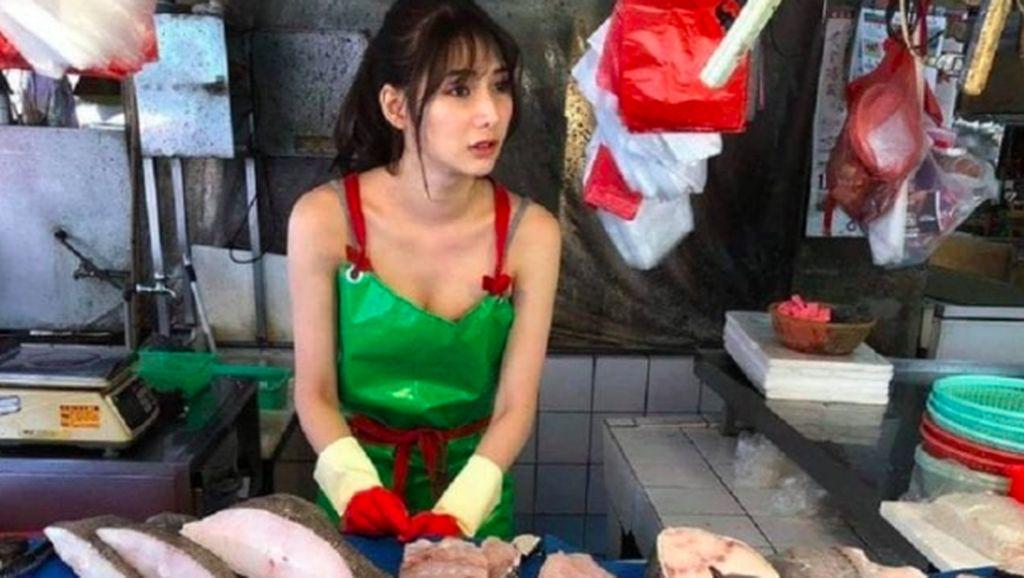 Lihat Aksi Model Cantik Asal Taiwan Jualan Ikan