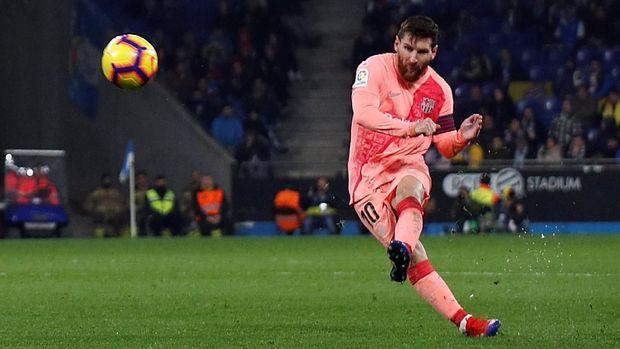 Lionel Messi berada di bawah Robert Lewandowski dalam daftar top skor Liga Champions.