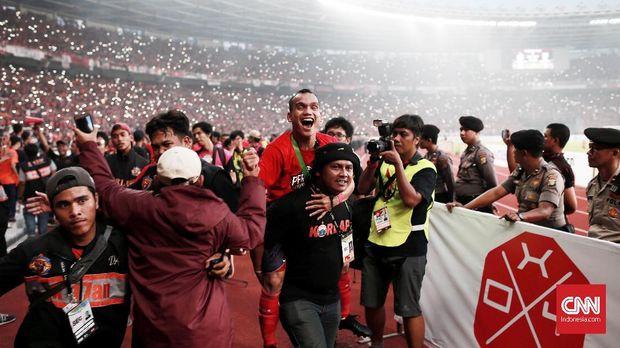 Riko Simanjuntak merayakan keberhasilan Persija Jakarta menjadi juara Liga 1 2018.