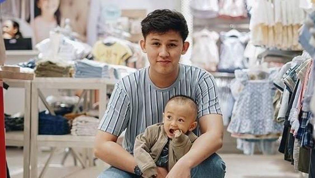 Jadi Papa Muda, Intip Keseruan Jevin Julian dan Anaknya