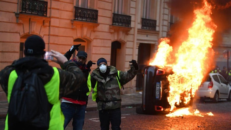 Prancis Bergolak Lagi: 125.000 Demonstran, Toko Dijarah, 1.000 Ditahan