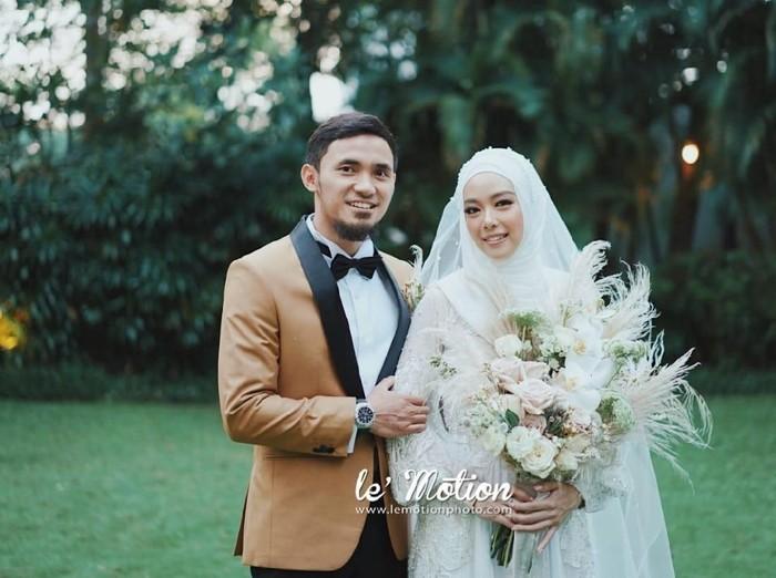Gaun pernikahan Lindswell Kwok. Foto: Lemotionphoto