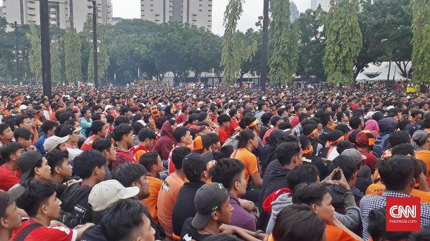 Persija Juara Jalan Jalan Di Kawasan Senayan Macet Total