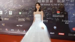 Yoona 'SNSD' Cantik Bak Princess di Karpet Merah Festival Film Macau 2018