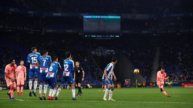 Barcelona masih bertahan di puncak klasemen La Liga hingga pekan ke-15.