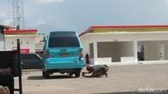 Potret Akal-akalan Mobil Angkot yang Dimodif untuk Tenggak BBM