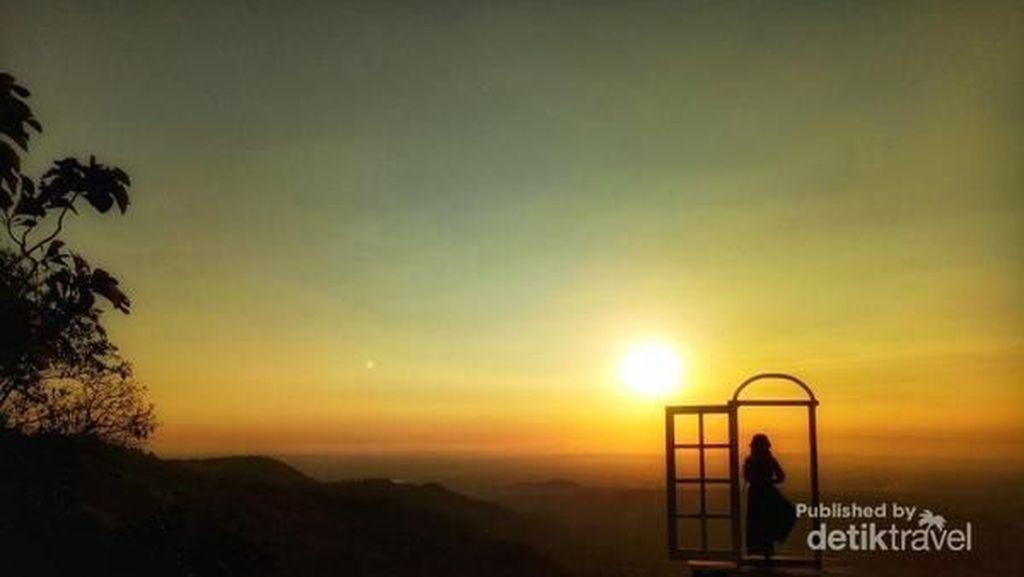 Senja di Bukit Dahromo dan Lintang Sewu