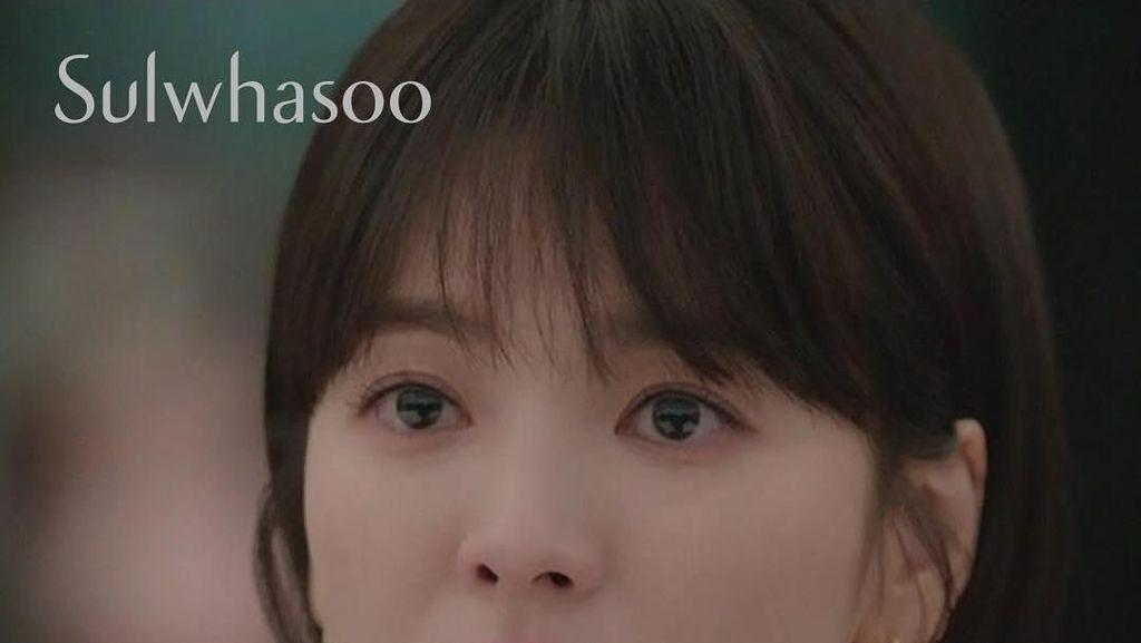 Cantiknya Song Hye Kyo Pakai Lipstik Hadiah dari Park Bo Gum