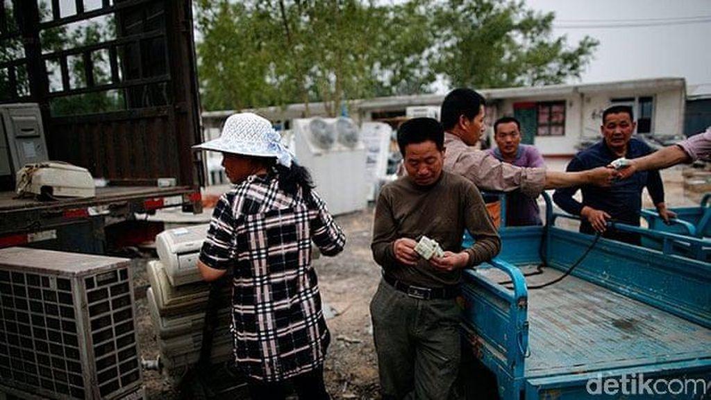 Mengintip Desa Sampah Elektronik