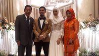 Pasangan Wushu Lindswell dan Hulaefi Naik Pelaminan