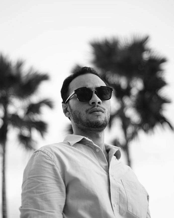 Reza Fahlevi al Hady atau Refal Hady kerap menarik perhatian, karena wajahnya yang tampan dan keren. Ia juga handal dalam memainkan berbagai peran. Foto: Instagram @refalhady