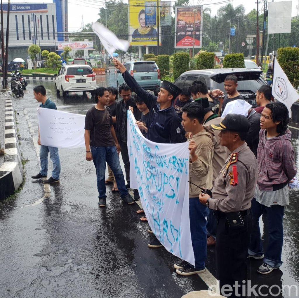 Demo, Mahasiswa di Sukabumi Tuntut Transparansi Penanganan Korupsi