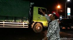 Cegah Laka, Warga Brebes Larang Truk Besar Lewati FO Kretek
