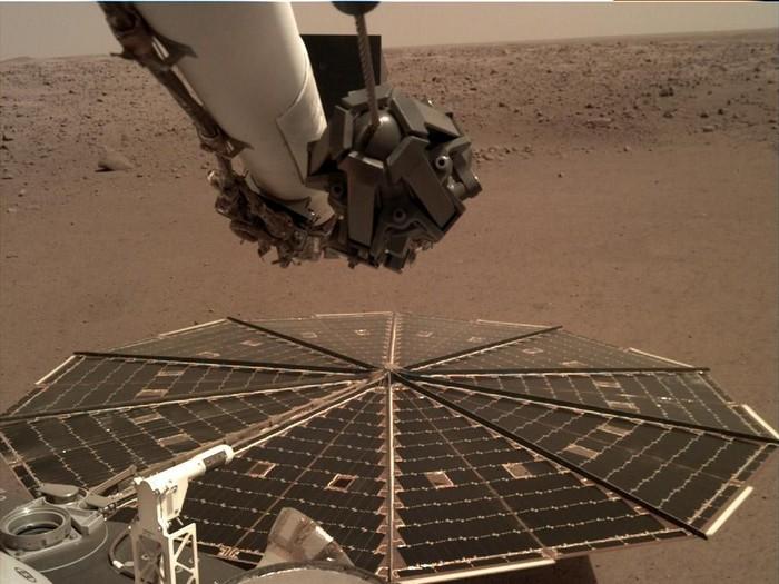 Foto Mars dari InSight