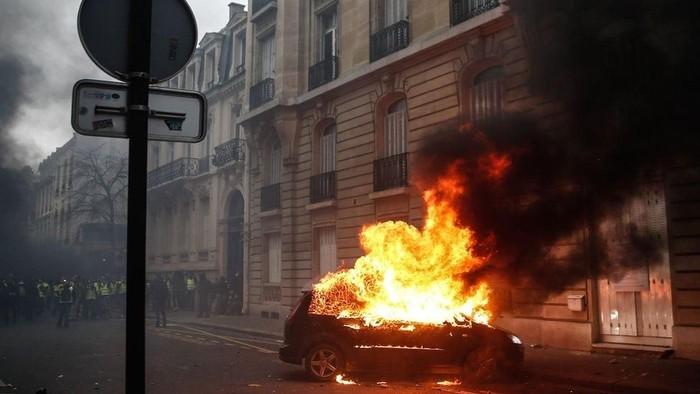 Demonstrasi rompi kuning menyebabkan bencana ekonomi di Prancis