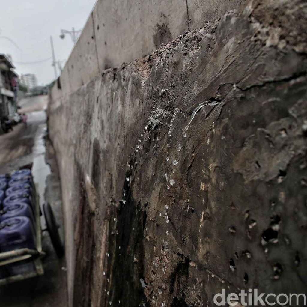 Duh,... Tanggul Muara Baru di Jakarta Utara Bocor