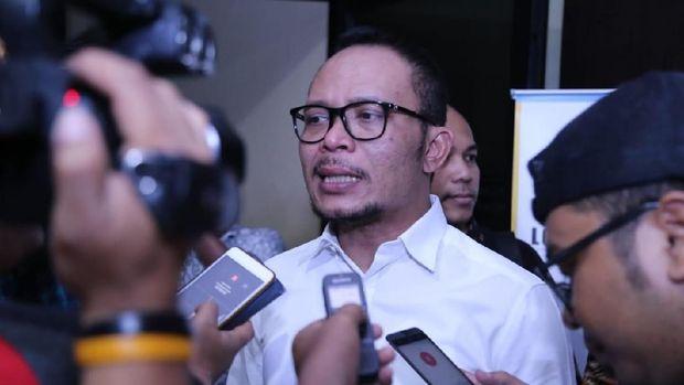 Hanif Dhakiri menjabat sebagai Plt Menpora selama satu bulan.