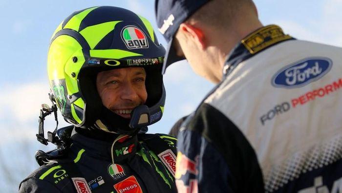 Valentino Rossi kenapa tidak jadi pebalap mobil saja? (Instagram)