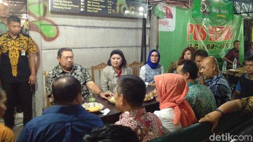 Makan Malam di Yogya, SBY Singgah di Angkringan Jaman Edan