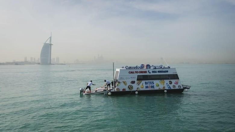 Foto: Supermarket terapung Aqua Pod di Dubai (CNN Travel)
