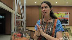 Kisah Bule Cantik yang Sukses Kenalkan Wayang Golek di Prancis