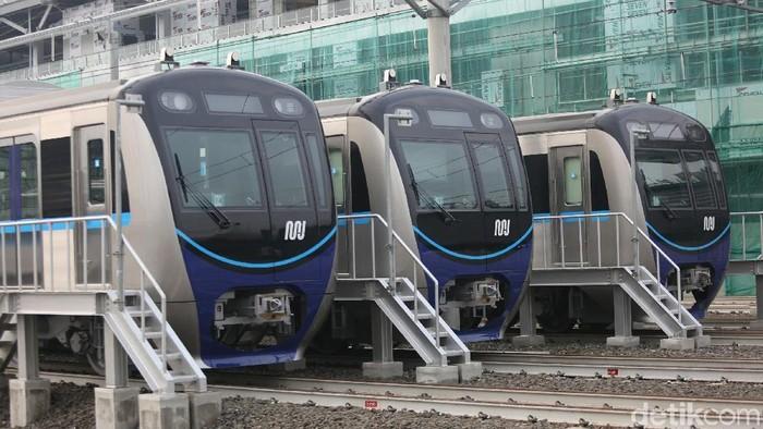 Anies Baswedan dengan jajaran PT MRT-Jakarta memberi nama kereta MRT rute Bundaran Hotel Indonesia (HI)-Lebak Bulus. Nama tersebut adalah Ratangga.