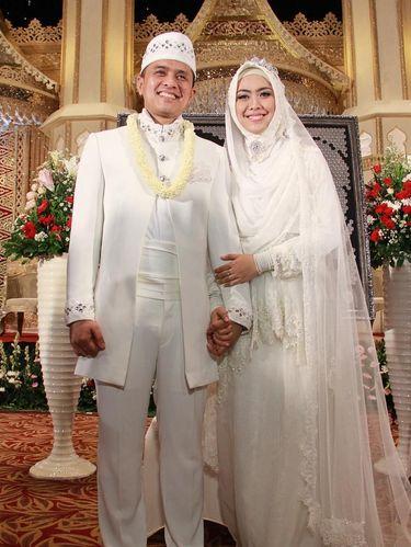 Tak Selalu Buruk, Pasangan Ini Hidup Bahagia dari Hasil Perjodohan