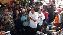 SBY Bernyanyi Bersama Pengamen di Pasar Argosari Gunungkidul