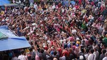 Sandiaga Disambut Ribuan Massa di Pasar Sangkumpal Bonang