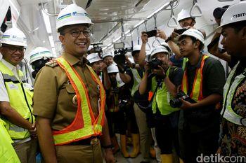 Muka Semringah Anies di Proyek MRT Jakarta