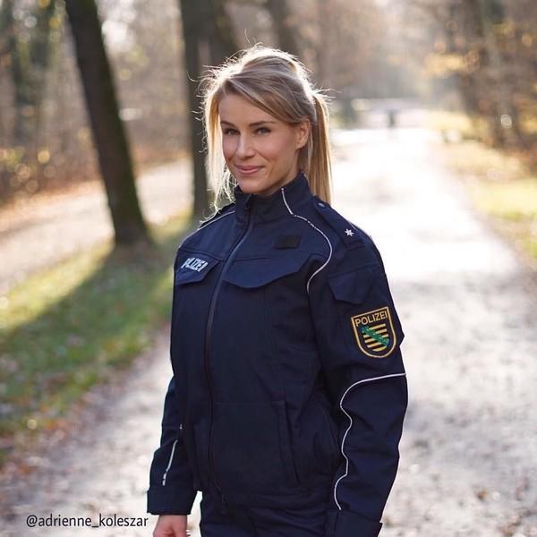 Polisi Tercantik Ini Diberi Ultimatum oleh Bos untuk Stop Posting Foto Seksi