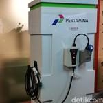 Beda Charging Station Mobil Listrik Pertamina dan PLN