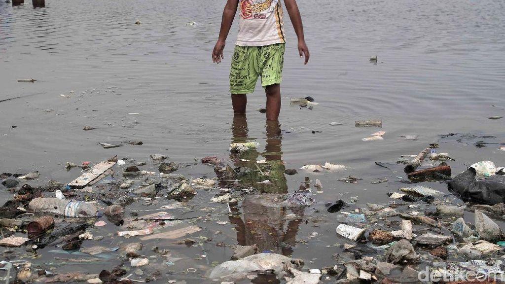 Sampah Menumpuk di Lombok, 3 Kapal Pesiar Urung Merapat