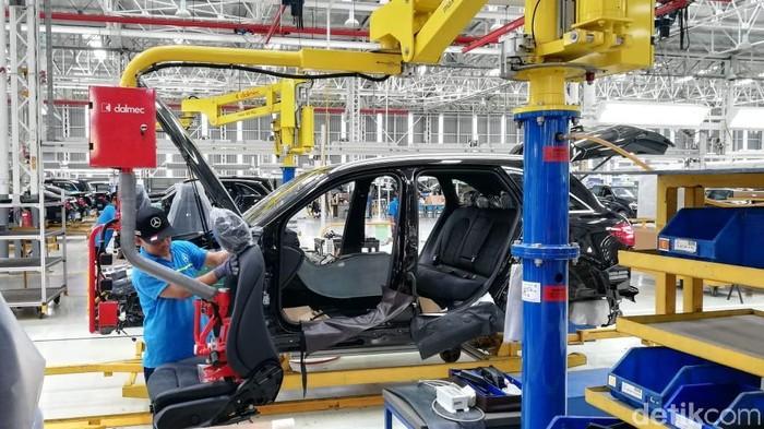 Mercededes-Benz C-Class generasi terbaru kini resmi masuk jalur produksi pabrik Mercedes-Benz di Wanaherang, Bogor. Yuk, intip suasananya.
