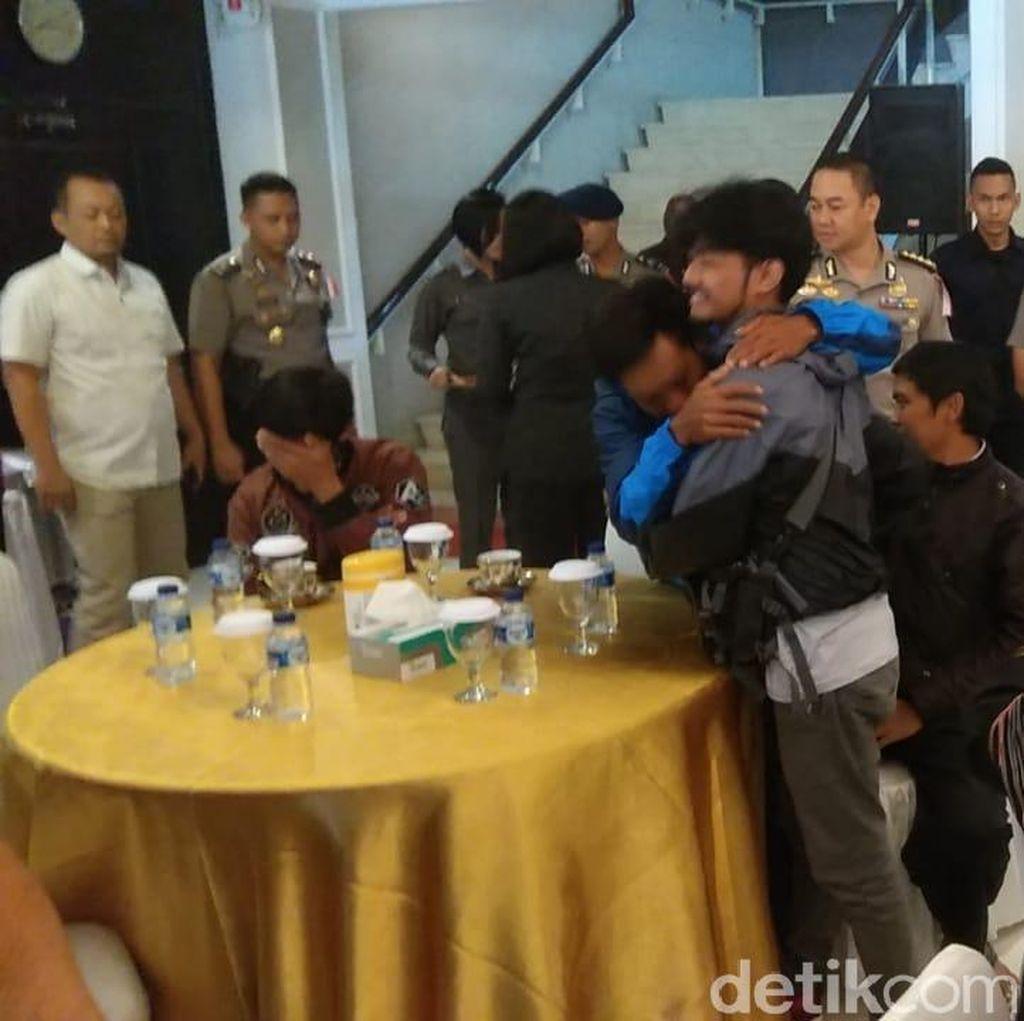 Korban Selamat KKB Papua Asal Garut Akhirnya Bertemu Keluarga