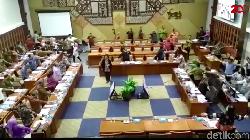 Video: Tuwagapat! Menkes Ajak Senam Anggota DPR di Sela Rapat BPJS