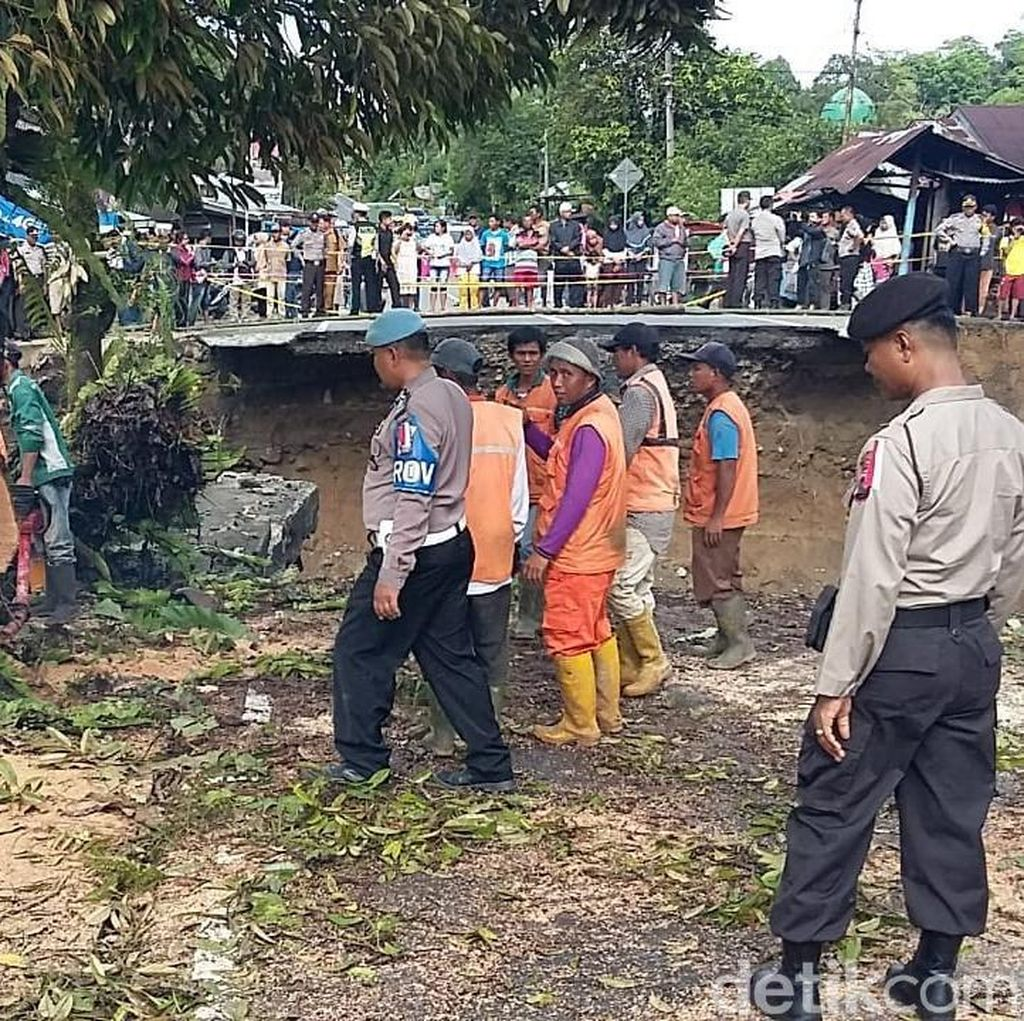 Perbaikan Jembatan Padang-Bukittinggi yang Ambruk Ditargetkan 5 Hari