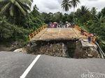 Jembatan Padang-Bukittinggi Ambruk, Warga Bangun Jembatan Darurat