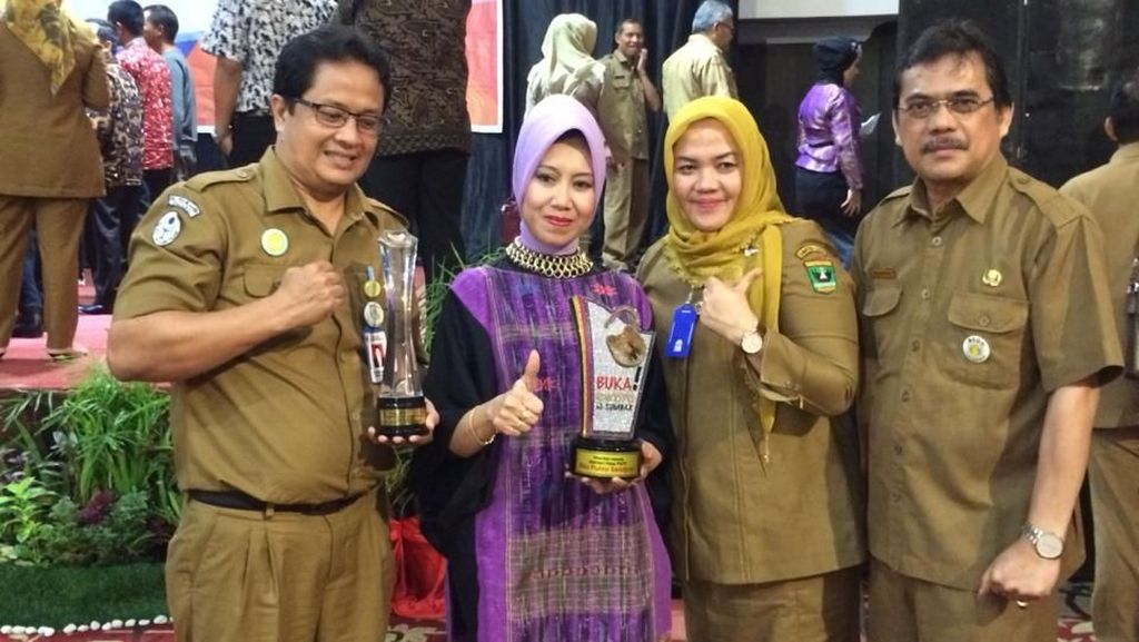 Mendes PDTT Raih Anugerah Buka! Award di Sumbar