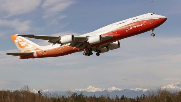 Boeing 747-8. Berat kosong: 220.128 kilogram. Panjang: 76,3 meter. Lebar sayap: 68,4 meter. Penerbangan pertama: 2010 (Foto: CNN)