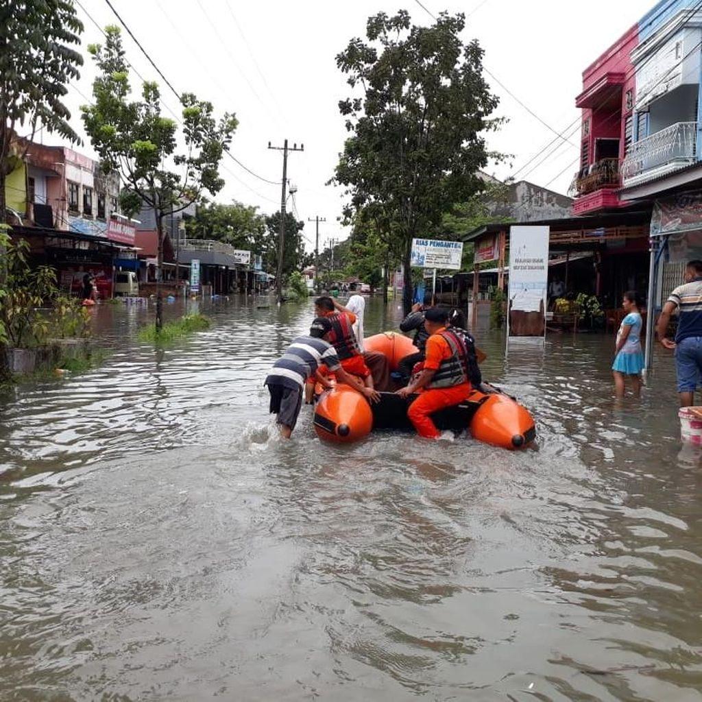 Perempuan Hamil Korban Banjir di Pekanbaru Alami Keguguran
