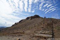 Tangga menuju puncak padar (Shinta/detikTravel)