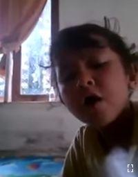 Bocah Ini Nyanyi Lagu Makan Daging Anjing Dengan Sayur Kol