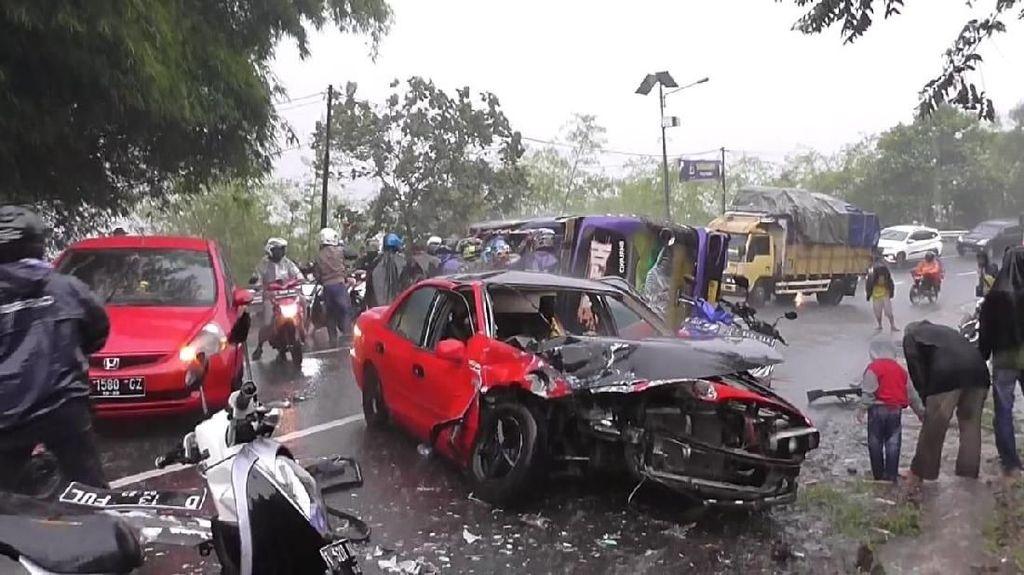 2 Mobil Tabrakan di Garut, 1 Orang Tewas