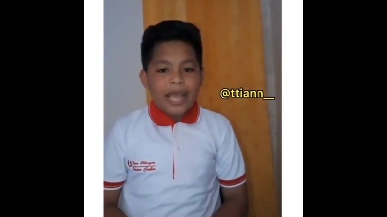 Fasih Tirukan Pramugara, Bocah Asal Maluku Tuai Pujian Netizen